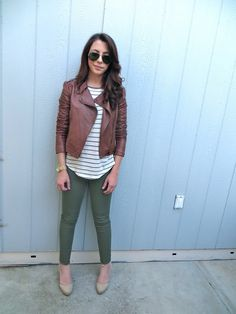 Coast With Me- Military green leggings, striped tee, brown leather jacket ! Olive Green Pants Outfit, Army Green Pants, Green Leggings, Outfits With Olive Pants, Green Skinnies, Warm Outfits, Casual Outfits, Fashion Outfits, Green Outfits
