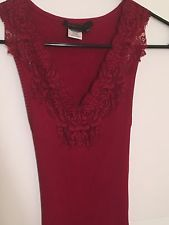 BCBG MAX AZRIA RED RIBBED JERSEY TANK LACE FLOWER TOP SIZE M EUC XS/S  ORG.$78