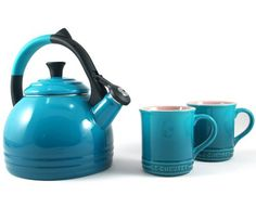 This Le Creuset Kettle and Mug Gift Set is the perfect gift for any tea lover. Set includes a beautiful kettle with a colorful anti-slip grip design and two mugs. Kettle can be used on any hea… Le Creuset Kettle, Cocotte Le Creuset, Turquoise Kitchen, Kitchen Essentials, Mugs Set, Kitchen Things, Kitchen Stuff, Kitchen Ideas, Accent Pieces