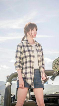 Descendants of the Sun-Korean Drama_Song Hye-kyo_Subtitle-Indonesia Korean Actresses, Korean Actors, Korean Drama Songs, Korean Dramas, Song Hye Kyo Style, Songsong Couple, Sun Song, New Teen, Fringes
