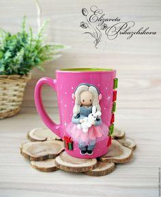 """Купить Кружка с декором из полимерной глины """"Девочка с зайкой и подарком"""" - комбинированный, розовый, серый"""
