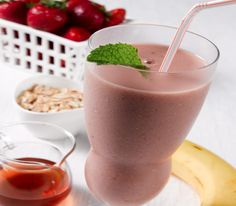 Fruity Maple Refueler Shake Recipe for Post-Workout Snack - An easy-to-make maple syrup recipe was specially formulated for your fitness regimen. Shake Recipes, Clean Recipes, Real Food Recipes, Healthy Recipes, Healthy Food, Healthy Eating, Homemade Maple Syrup, Maple Syrup Recipes, Oatmeal Smoothies