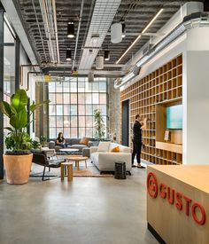 Gensler completed the interior design of the headquarters for the human resources platform, Gusto, located in San Francisco, California. Gusto's new home Open Office Design, Office Interior Design, Home Office Decor, Office Interiors, Office Furniture, Home Decor, Office Designs, Office Ideas, Furniture Ideas