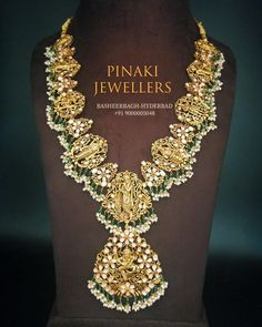 Traditional Temple Necklace by Pinaki Jewellers ~ South India Jewels India Jewelry, Fine Jewelry, Gold Jewelry, Hyderabad, Bracelet Designs, Necklace Designs, Friendship Necklaces, Gold Jewellery Design, Love Necklace