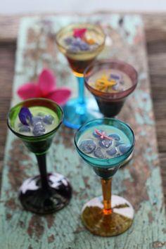 บัวลอยอัญชัน Tapioca in Butterfly pea flower. Served in coconut milk as a lovely Thai dessert .