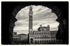 Benvenuti nel Campo di Siena.  Foto di alessandro 55 su http://www.nikonclub.it/gallery/index.php?module=listGallery&method=detail&id=1304673