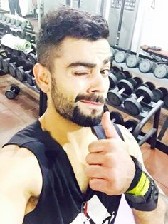 indian-international-cricketer-virat-kohli-wallpapers-images-photos-pics-Wallpapers-Hot and sexy