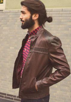 Hot-Man-Bun-Hairstyles-For-Guys-15