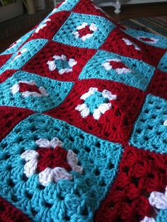 Crochet Granny Square Blankets red and aqua granny blanket-this combination of colors has been on my mind a lot lately! - almost finished! Crochet Motifs, Crochet Quilt, Crochet Squares, Crochet Home, Crochet Granny, Crochet Crafts, Crochet Projects, Cool Crochet Blanket, Love Crochet
