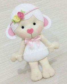 Ovelha Bear Felt, Felt Baby, Sewing Stuffed Animals, Felt Crafts, Diy And Crafts, Felt Decorations, Felt Patterns, Felt Fabric, Soft Dolls