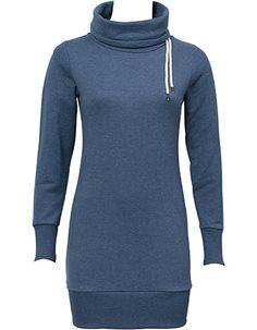 Deze sweater trui is extra lang waardoor je hem ook als jurk kunt dragen in de winter met een dikke maillot.  De donkerblauwe sweater jurk heeft een grote kol die je zelf kunt stijlen.