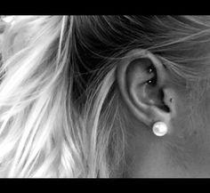 Rook piercing. #rook #tragus #earpiercings More