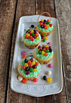 Looking for a great Easter dessert recipe? Check out these fun Easter Basket Cupcakes!