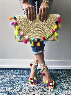 pom pom clutch and shoes. Summer Accessories Inspo pom pom clutch and shoes. Summer Bags, Summer Diy, Style Summer, Summer Wear, Diy Fashion, Fashion Bags, Cheap Fashion, Fashion Clothes, Pom Pom Clutch