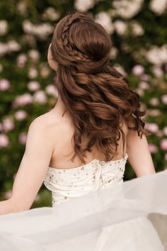 A beautiful bridal braid for the perfect wedding: a braid that extends over the head around the crown, followed by curls. Discover how Vênsette can craft custom beauty looks for your special moment: http://vensette.com/bridal_inquiries