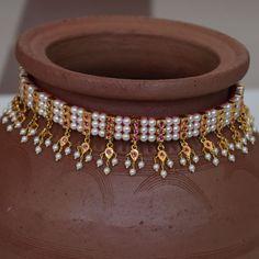 Hand made chinchpeti gadi thushi with kasturi latkan. in 2020 Fancy Jewellery, Gold Jewellery Design, Amrapali Jewellery, Designer Jewellery, Pearl Necklace Designs, Gold Necklace, Simple Necklace, Pearl Jewelry, Gold Jewelry Simple