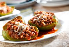 Stuffed Peppers cup uncooked quick-cooking brown rice 1 pound extra lean ground beef 3 cups Prego® Heart Smart™ Traditional Italian Sauce 6 medium green peppers 4 ounces shredded fat-free mozzarella cheese (about 1 cup) Hcg Diet Recipes, Low Calorie Recipes, Beef Recipes, Cooking Recipes, Healthy Recipes, Soup Recipes, Cake Recipes, Chicken Recipes, Gastronomia