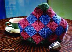 Domino-Knitted Tea Cozy by Carol Huebscher Rhoades - Media - Spinning Daily  Ikke det bedste farvevalg måske, men godt valg af strikketeknik :) kunne blive rigtig smuk