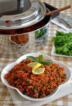 Kısır yapmanın püf noktaları – Pilav tarifi – Las recetas más prácticas y fáciles Turkish Salad, Good Food, Yummy Food, Appetizer Salads, Cooking Recipes, Healthy Recipes, Turkish Recipes, Mets, Salad Recipes