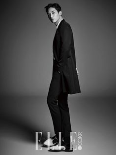 Model-turned-actor Lee Soo Hyuk has women going wild with his latest pictorial with 'Elle'!Lee Soo Hyuk has garnered a lot of popularity for his cool … Asian Actors, Korean Actors, Korean Actresses, Korean Dramas, Kim Young Kwang, Sung Joon, White Man, Black And White, Vampire Look