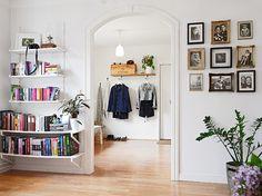 Low-hung shelves to create a floating bookshelf.