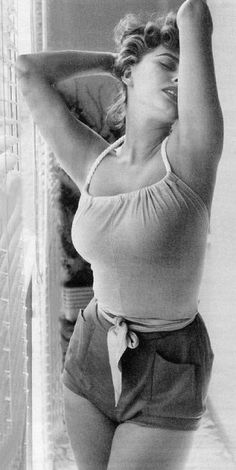 Sophia Loren. WHAT A BOD.