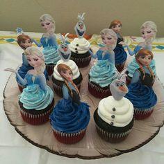 Frozen cupcakes Frozen Birthday Cupcakes, Frozen Cupcake Toppers, Frozen Theme Cake, Frozen Themed Birthday Party, Princess Cupcakes, Birthday Brunch, Fourth Birthday, Baby First Birthday, Frozen Party