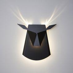 """O designer Chen Bikovski criou essas luminárias minimalistas que reproduzem uma mágica quando acesas. Feitas com papelão ou alumínio, quando ligamos sua luz, elas complementam detalhes da figura qual representam. """"Desde criança eu sempre fui apaixonado por livros pop-ups, e todas as vezes que eu virava a página eu me sentia como se tivesse adentrado (...)"""