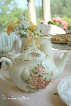 Pretty little teapot for Tea Time!