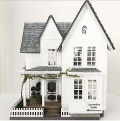 White Farmhouse, Farmhouse Style, Farmhouse Decor, Fairfield House, White Haven, Industrial Style Desk, Miniature Dollhouse Furniture, Diy Dollhouse, Dollhouse Interiors