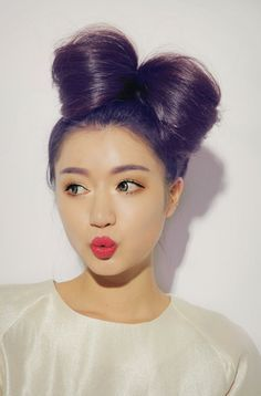 *sigh* wishing i could do that with my hair..... (too short)