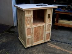 Woodworking for Mere Mortals: Free woodworking videos and plans. : Build your own router table Woodworking For Mere Mortals, Router Woodworking, Learn Woodworking, Woodworking Projects, Woodworking Videos, Workshop Organization, Diy Workshop, Build A Router Table, Furniture Projects