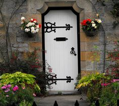 pretty wiwth black hardware and lovely flowers