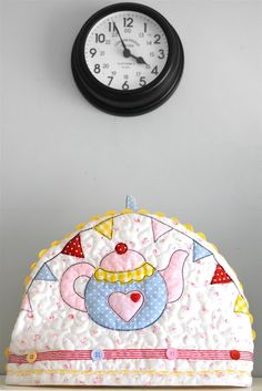 SewforSoul ~ Tea cosy featuring free motion quilting and raw edge applique with free style machine embroidered bunting!