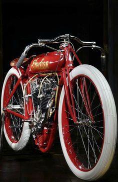 Indian – while I raise issues with the brand name, they have always been beautif… Indiano – enquanto eu levanto problemas com o nome da marca, eles sempre foram lindas motos. Indian Motorbike, Vintage Indian Motorcycles, Antique Motorcycles, Triumph Motorcycles, Vintage Bikes, Bobbers, Bike Motor, Indian Motors, Motos Harley