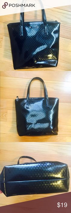 🎀KATE SPADE🎀 Black Patent Tote 🎀KATE SPADE🎀 Classic Black Patent Tote. Preloved with lots of use left. See pics some surface scratching. Pen marks in interior and zipper pull is damaged. Zipper work perfectly!  Price reflects this damage and priced accordingly!❌no trading or holding kate spade Bags Totes