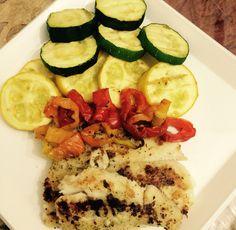 Zuchinni, calabacín, pimientos y filete de tilapia al horno