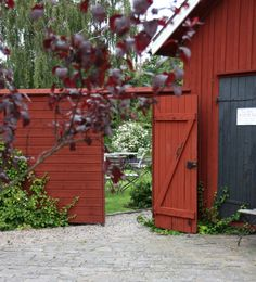 Red Cottage, Garden Cottage, Home And Garden, Outdoor Spaces, Outdoor Living, Outdoor Decor, Sweden House, Red Houses, Garden Gates