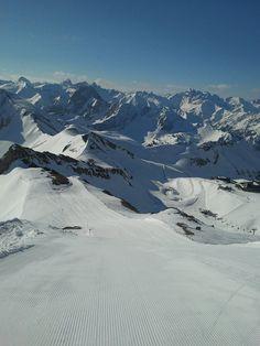 Skifahren am Nebelhorn bis 01. Mai. Anspruchsvolle Pisten und mit Ausblick auf über 400 Gipfel!