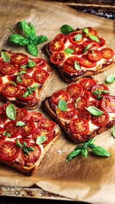 Tomato Mozzarella Toast 🍅- Tomate-Mozzarella-Toast 🍅 Looking for simple recipes with a lot of taste? 💪🏼 Discover the best recipes in our free KptnCook app! Healthy Brunch, Healthy Breakfast Recipes, Easy Dinner Recipes, Healthy Snacks, Vegetarian Recipes, Easy Meals, Healthy Eating, Cooking Recipes, Dinner Ideas