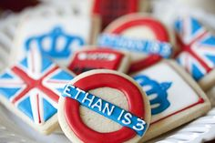 tube sign biscuits, these would be cute with 2012 iced on them - olympic party British Party, Galletas Cookies, Cute Cookies, British Cookies, British Biscuits, British Sweets, Hens Party Themes, Party Ideas, Paddington Bear Party
