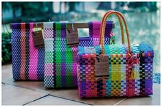 My Bags, Purses And Bags, Finger Knitting Projects, Trendy Handbags, Craft Bags, Weaving Patterns, Weaving Projects, Vintage Bags, Bag Making