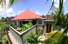 4 Bedroom Villa in Mengwi to rent from £97 pw. With balcony/terrace, air con and DVD.