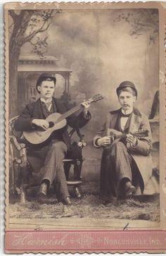 1880-era-CABINET-CARD-OF-GENTLEMEN-PLAYING-GUITAR-amp-MANDOLIN-NOBLESVILLE-IN