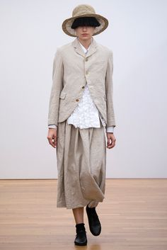See all the Collection photos from Comme Des Garçons Comme Des Garçons Spring/Summer 2015 Ready-To-Wear now on British Vogue Mens Fashion Week, Fashion News, Fashion Show, Womens Fashion, Fashion Design, Fashion Trends, Rei Kawakubo, Vogue, Comme Des Garcons