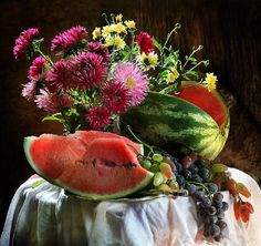 #still #life #photography • photo: осенние богатства | photographer: Pretty | WWW.PHOTODOM.COM Cat Flowers, Still Life Photos, Still Life Photography, Fruit, Natural, Watermelon, Food, Red Color, Masters
