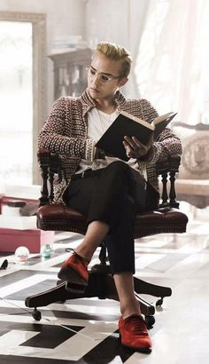GD Jiyong / G Dragon ♡ Imagine him just sitting there when you enter the library. I think I would faint... :)