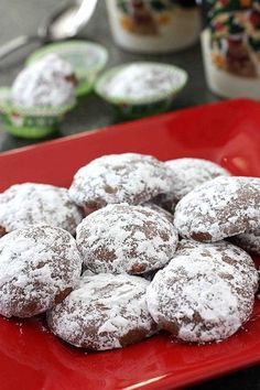 Chocolate & Peppermint Candy Cane Wedding Cookies #Christmas #cookies
