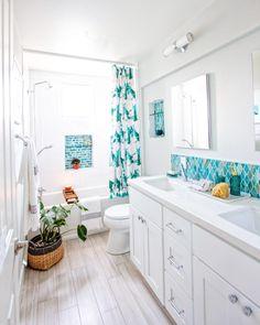 Summer Bathroom Refresh Modern Summer Home Decor Shared Bathroom, Eclectic Bathroom, White Bathroom, Master Bathroom, House Plants Decor, Plant Decor, Formica Countertops, Drew Barrymore, Bathroom Renos
