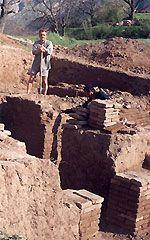 Opgraving van de ruines van een Nestoriaanse kerk in Urgut, Uzbekistan, 8-12e eeuw.